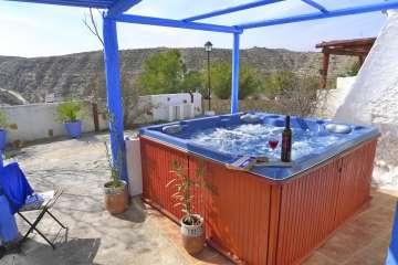 Perez de Hita, cavehouse + Hot Tub!