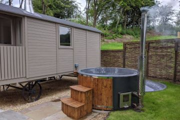 Island Retreat & hot tub