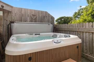 Traeth Llanon (with hot tub)