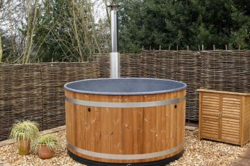 *NEW* Hay House & Hot tub