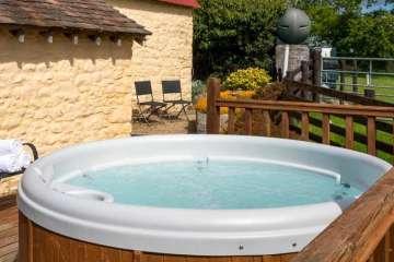 Hen Glyn (& hot tub)