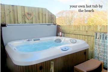 Traeth Llanon (& Hot Tub)